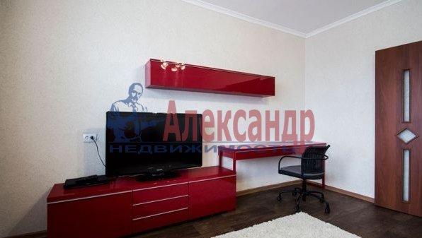 1-комнатная квартира (40м2) в аренду по адресу Народного Ополчения пр., 10— фото 2 из 10