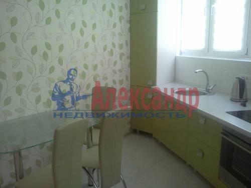 2-комнатная квартира (60м2) в аренду по адресу Катерников ул., 5— фото 3 из 9