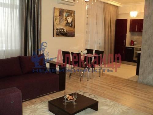2-комнатная квартира (60м2) в аренду по адресу Типанова ул., 34— фото 3 из 8