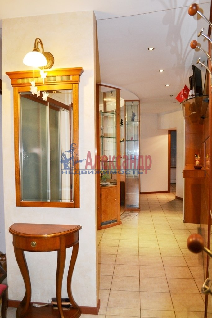 3-комнатная квартира (93м2) в аренду по адресу Суворовский пр., 62— фото 13 из 14