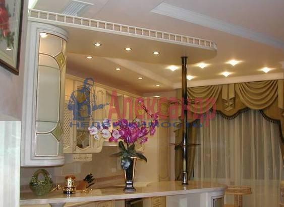 4-комнатная квартира (170м2) в аренду по адресу Харьковская ул., 8А— фото 1 из 4