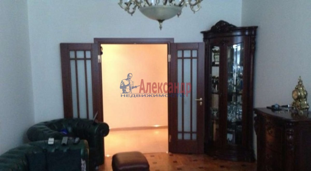 3-комнатная квартира (108м2) в аренду по адресу Пулковская ул., 8— фото 1 из 6