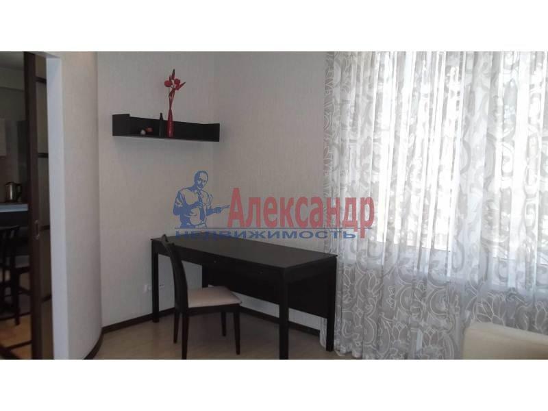 3-комнатная квартира (100м2) в аренду по адресу Коломяжский пр., 15— фото 2 из 14