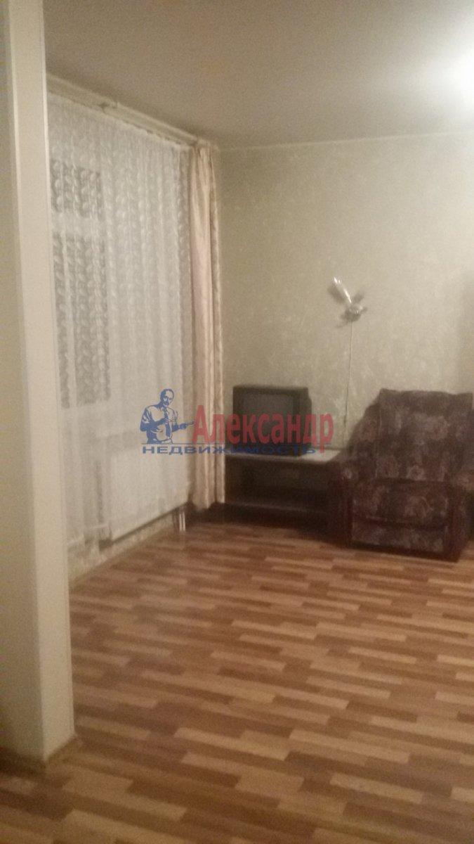 1-комнатная квартира (50м2) в аренду по адресу Бухарестская ул., 80— фото 3 из 8