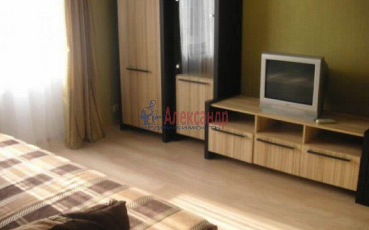 Комната в 3-комнатной квартире (60м2) в аренду по адресу Лизы Чайкиной ул., 19— фото 1 из 2