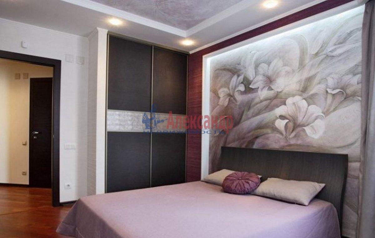 2-комнатная квартира (83м2) в аренду по адресу Пионерская ул., 50— фото 2 из 4