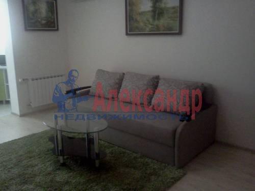 2-комнатная квартира (70м2) в аренду по адресу Автовская ул., 15— фото 3 из 9