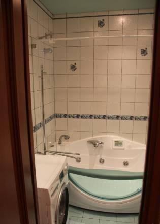 2-комнатная квартира (73м2) в аренду по адресу Новаторов бул., 8— фото 2 из 5