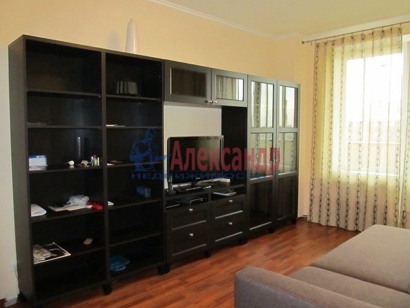 1-комнатная квартира (42м2) в аренду по адресу Ярослава Гашека ул., 15— фото 1 из 7