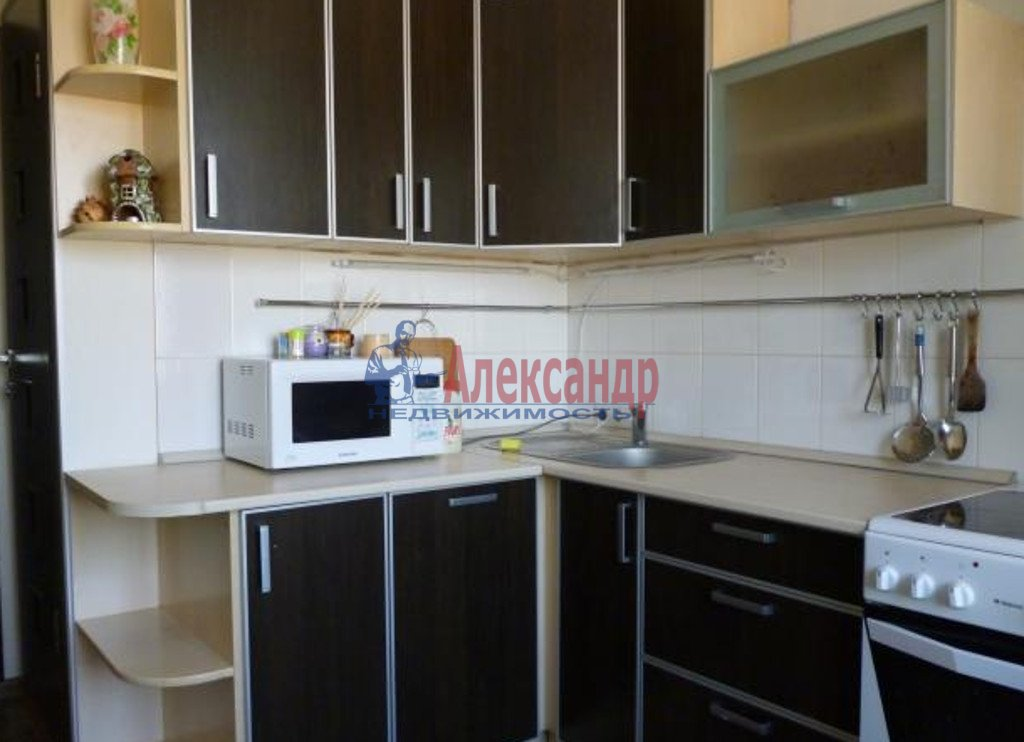 1-комнатная квартира (39м2) в аренду по адресу Славы пр., 51— фото 2 из 3
