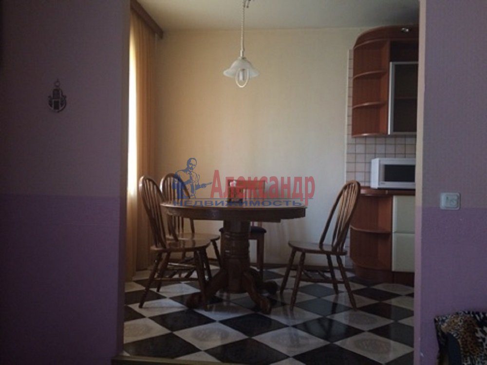 4-комнатная квартира (167м2) в аренду по адресу Репищева ул., 4— фото 2 из 18
