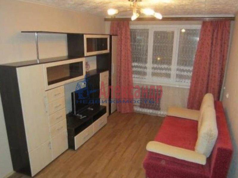 1-комнатная квартира (45м2) в аренду по адресу Латышских Стрелков ул., 15— фото 1 из 2