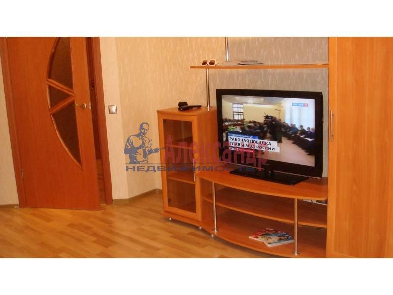1-комнатная квартира (44м2) в аренду по адресу Обуховской Обороны пр., 110— фото 7 из 9