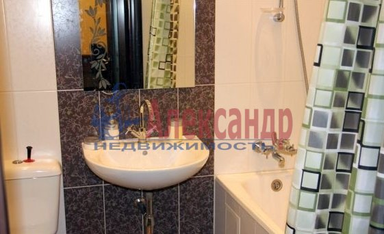 1-комнатная квартира (38м2) в аренду по адресу Пулковская ул., 8— фото 2 из 3