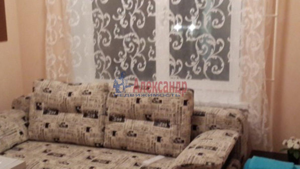 Комната в 3-комнатной квартире (40м2) в аренду по адресу Авиационная ул., 7— фото 1 из 2