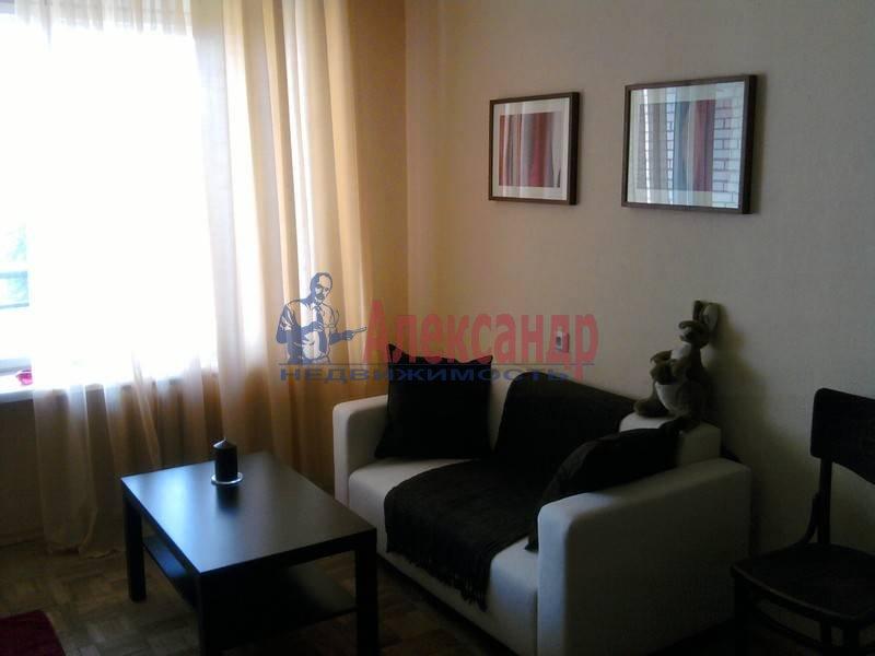 2-комнатная квартира (44м2) в аренду по адресу Суздальский просп., 5— фото 1 из 3
