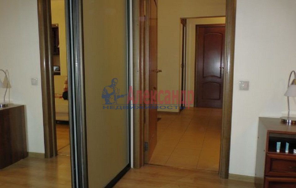 1-комнатная квартира (42м2) в аренду по адресу Ропшинская ул., 5— фото 4 из 4