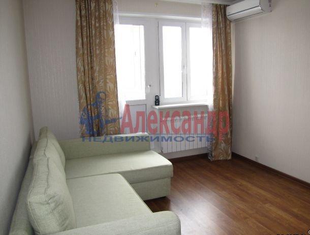 2-комнатная квартира (61м2) в аренду по адресу Обуховской Обороны пр., 110— фото 3 из 5