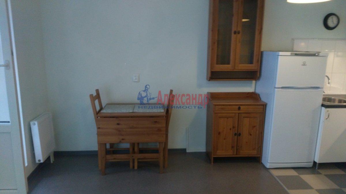 1-комнатная квартира (36м2) в аренду по адресу Брянцева ул., 15— фото 3 из 8