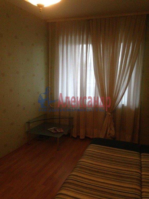 2-комнатная квартира (57м2) в аренду по адресу Ленсовета ул., 69— фото 2 из 8