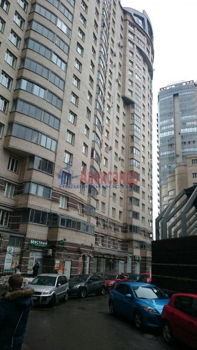 1-комнатная квартира (38м2) в аренду по адресу Луначарского пр., 11— фото 1 из 12