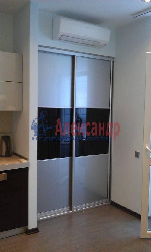 1-комнатная квартира (60м2) в аренду по адресу Коломяжский пр., 15— фото 2 из 19