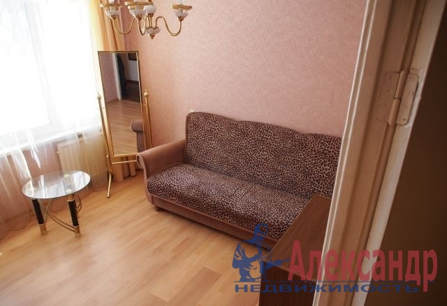 2-комнатная квартира (56м2) в аренду по адресу Пискаревский пр., 56— фото 1 из 3
