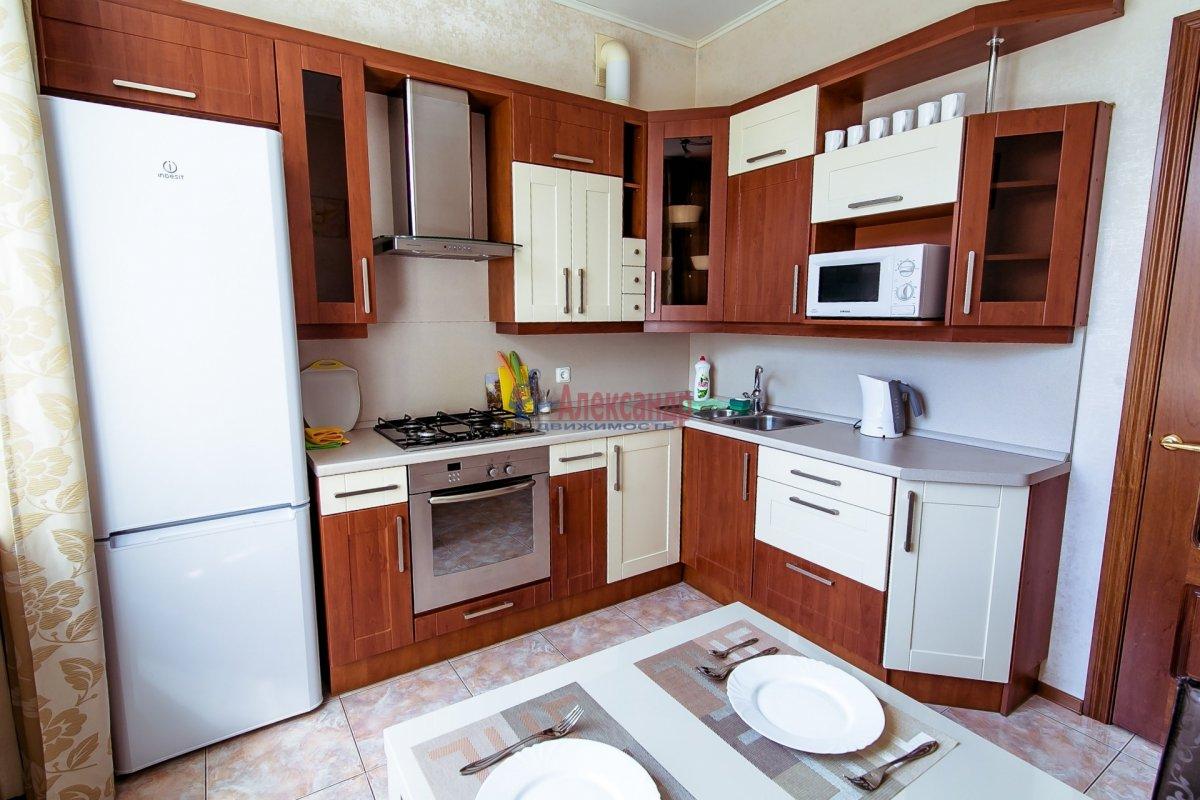 2-комнатная квартира (65м2) в аренду по адресу Алтайская ул., 11— фото 9 из 26