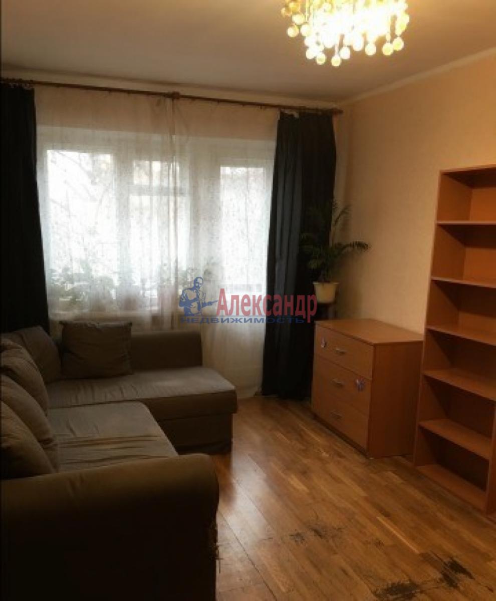 Комната в 2-комнатной квартире (45м2) в аренду по адресу Новоизмайловский просп., 63— фото 1 из 5