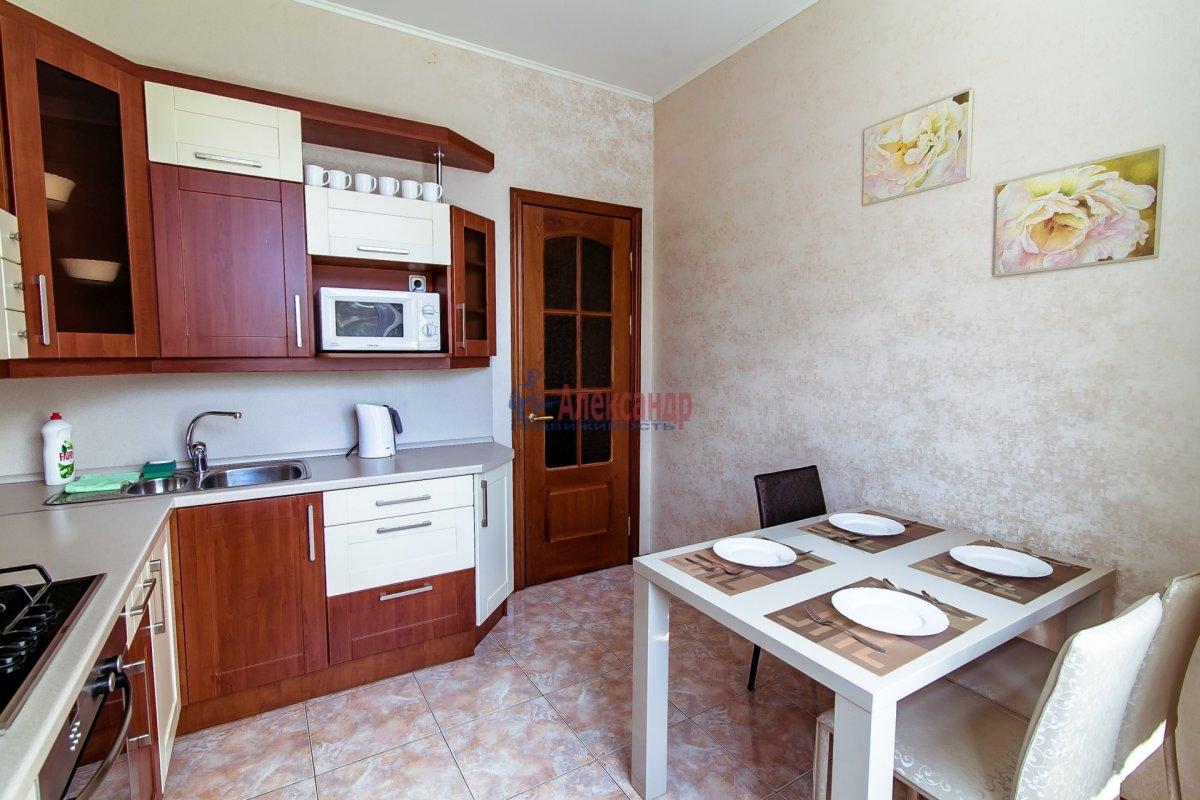 2-комнатная квартира (65м2) в аренду по адресу Алтайская ул., 11— фото 5 из 26