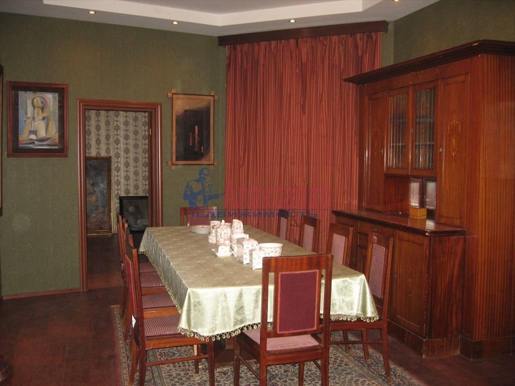 3-комнатная квартира (80м2) в аренду по адресу Суворовский пр., 49— фото 1 из 5