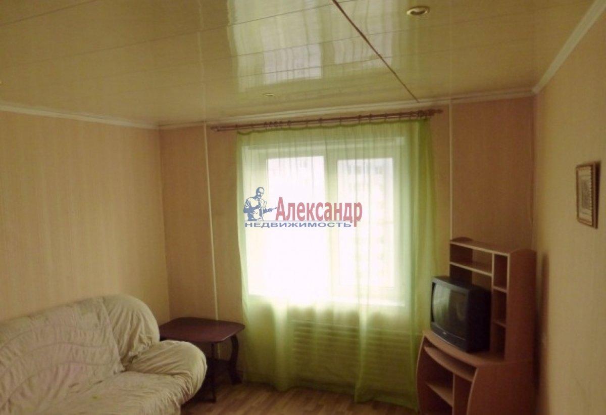 2-комнатная квартира (60м2) в аренду по адресу Оптиков ул., 34— фото 3 из 7
