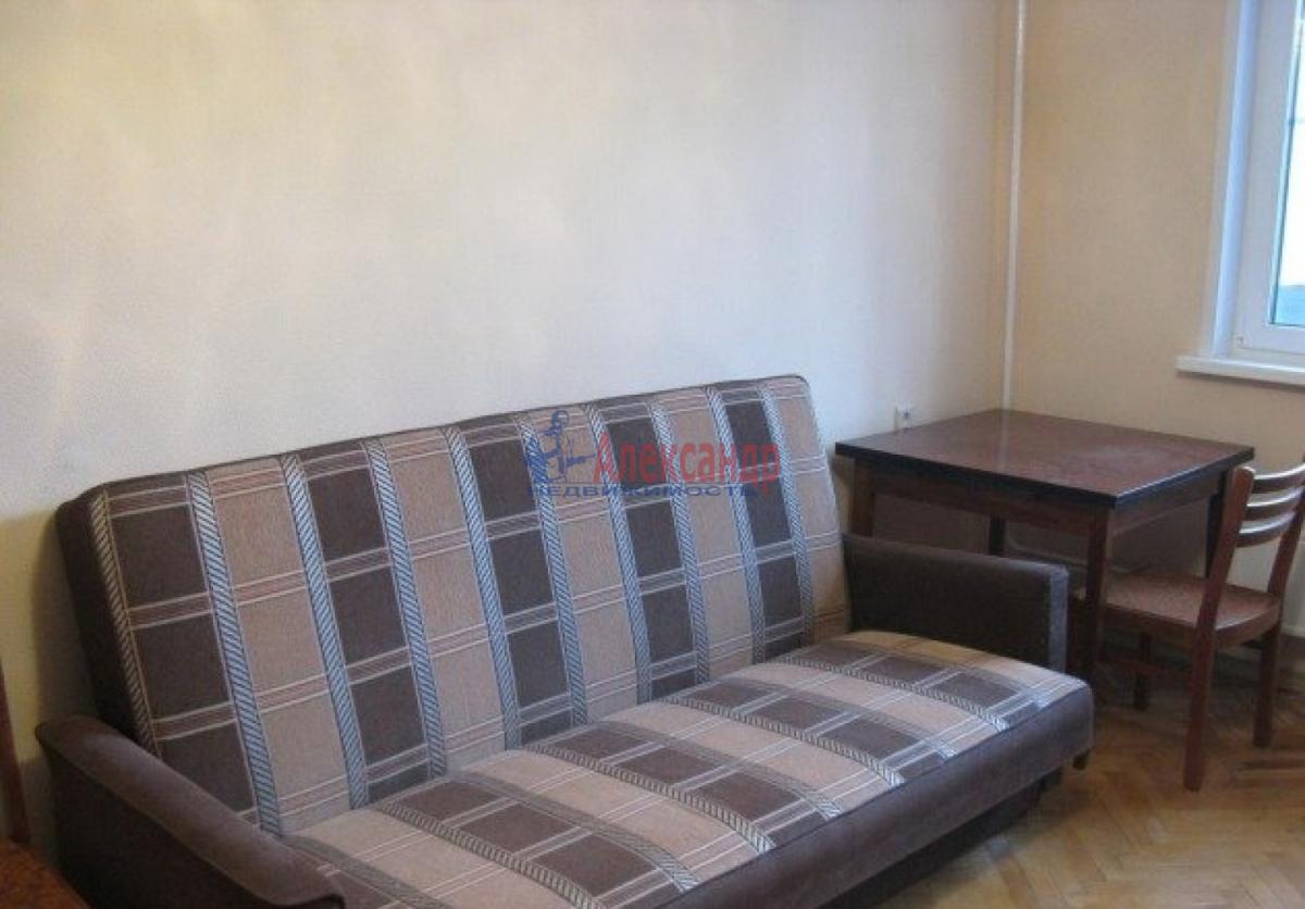 1-комнатная квартира (43м2) в аренду по адресу Коломяжский пр., 20— фото 2 из 5