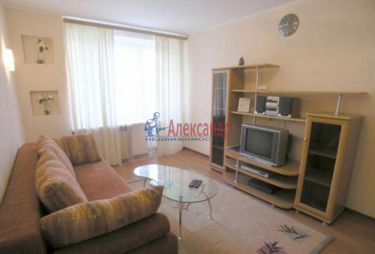 1-комнатная квартира (43м2) в аренду по адресу Комендантский пр., 12— фото 1 из 5