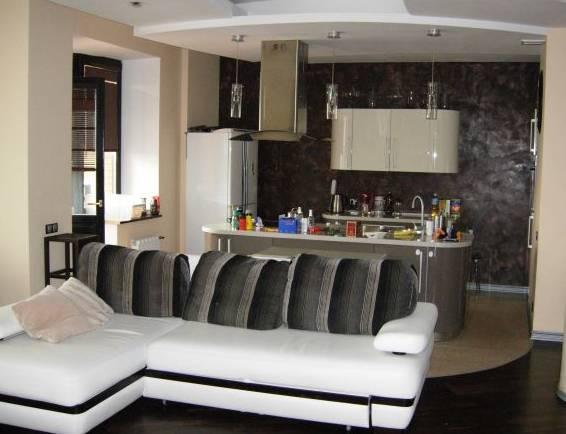 3-комнатная квартира (103м2) в аренду по адресу Рубинштейна ул., 15/17— фото 1 из 3