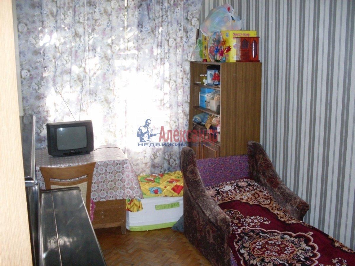 Комната в 3-комнатной квартире (56м2) в аренду по адресу Вавиловых ул., 11— фото 1 из 6