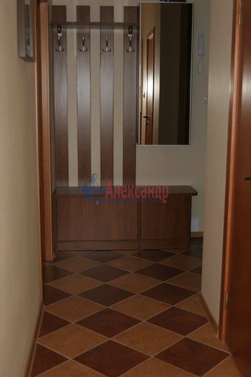 2-комнатная квартира (70м2) в аренду по адресу Просвещения пр., 15— фото 1 из 1