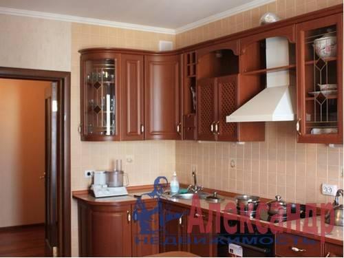 3-комнатная квартира (73м2) в аренду по адресу Стачек пр., 107— фото 1 из 6