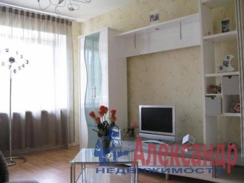2-комнатная квартира (68м2) в аренду по адресу Новаторов бул., 67— фото 3 из 4