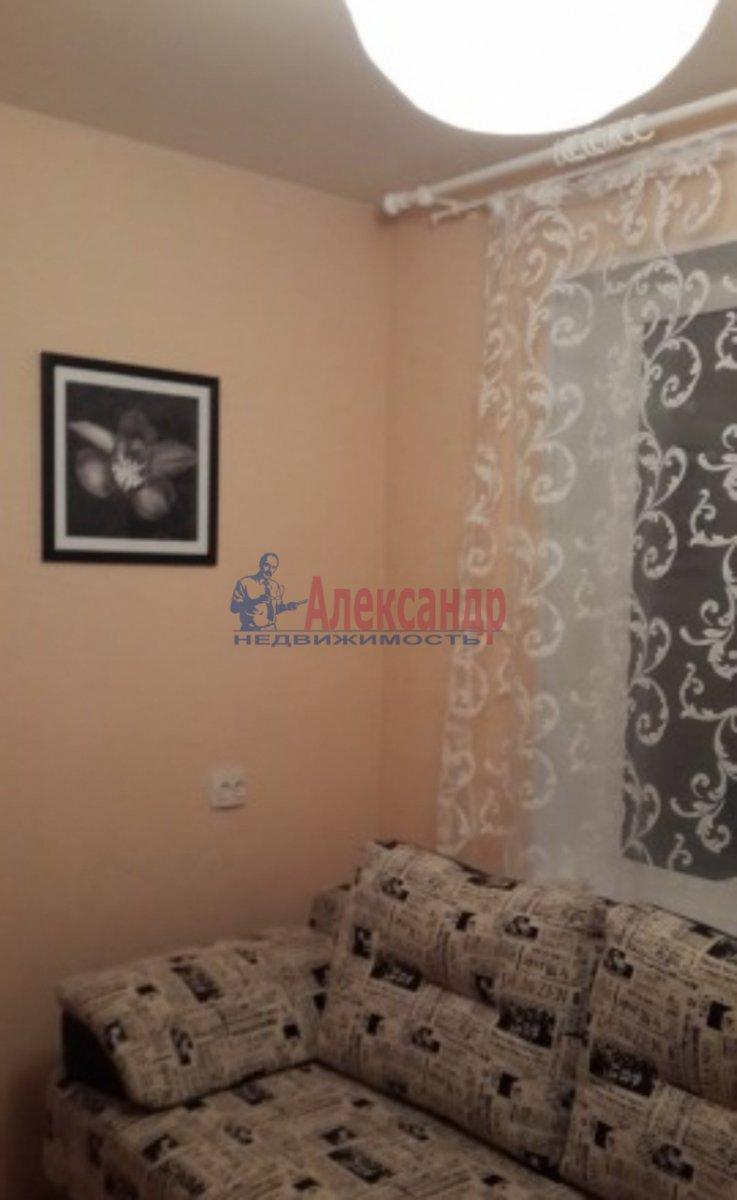 Комната в 3-комнатной квартире (40м2) в аренду по адресу Авиационная ул., 7— фото 2 из 2