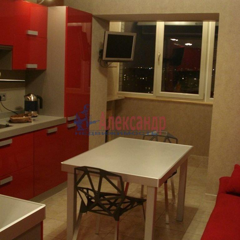 1-комнатная квартира (48м2) в аренду по адресу Светлановский просп., 43— фото 2 из 7