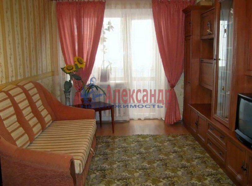 2-комнатная квартира (48м2) в аренду по адресу Типанова ул., 15— фото 1 из 3