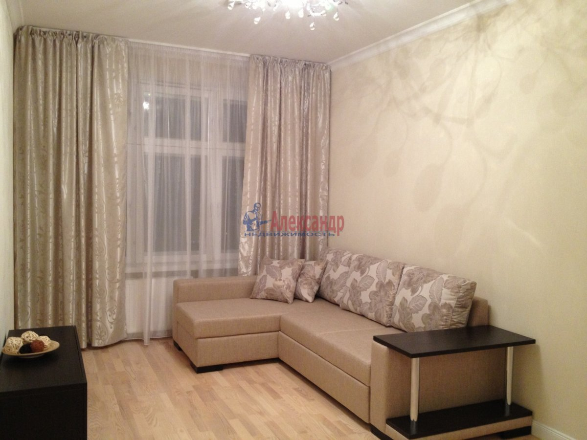 Комната в 3-комнатной квартире (69м2) в аренду по адресу Луначарского пр., 78— фото 1 из 5