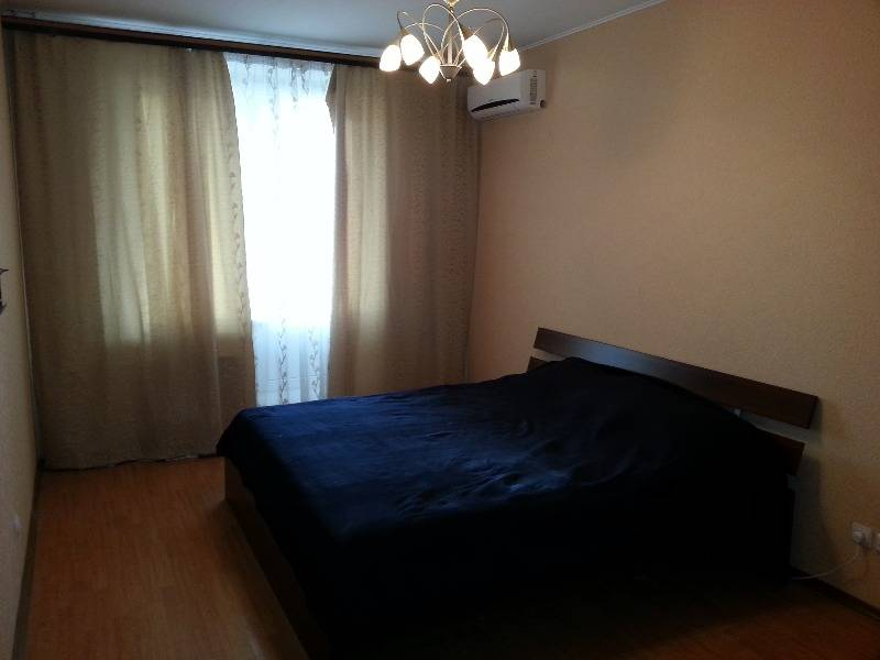 1-комнатная квартира (45м2) в аренду по адресу Ткачей ул., 5— фото 2 из 8