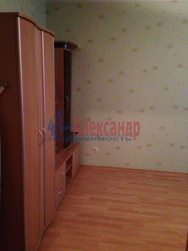 2-комнатная квартира (57м2) в аренду по адресу Ленсовета ул., 69— фото 6 из 8
