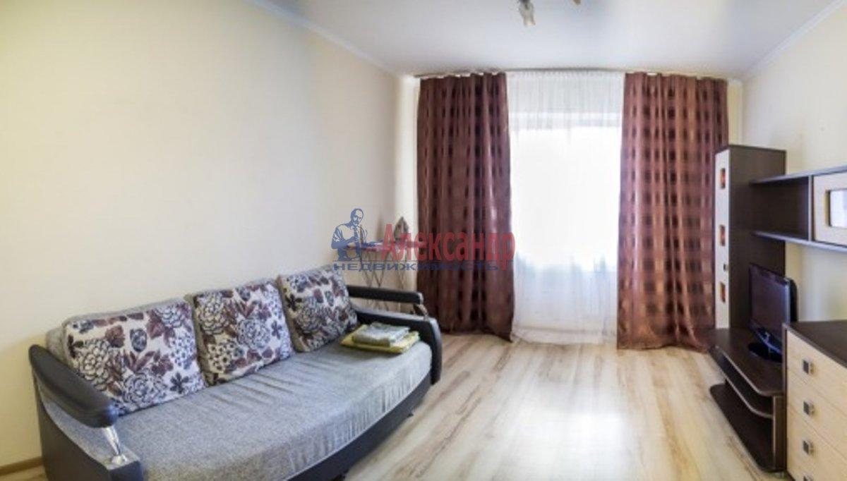 1-комнатная квартира (42м2) в аренду по адресу Оптиков ул., 45— фото 1 из 3