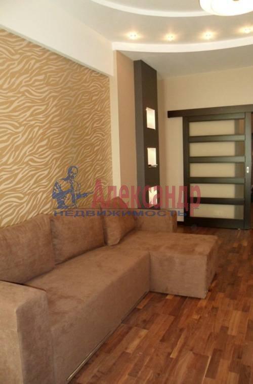 2-комнатная квартира (67м2) в аренду по адресу Космонавтов просп., 37— фото 1 из 7