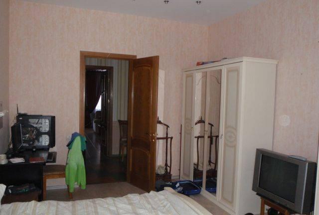 3-комнатная квартира (94м2) в аренду по адресу 9 линия В.О., 70— фото 3 из 5