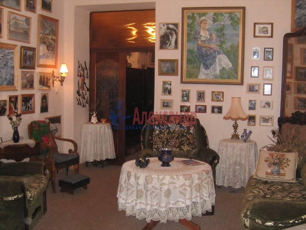 2-комнатная квартира (75м2) в аренду по адресу Кирочная ул., 31— фото 1 из 5