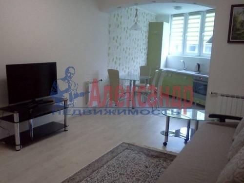 2-комнатная квартира (70м2) в аренду по адресу Автовская ул., 15— фото 1 из 9